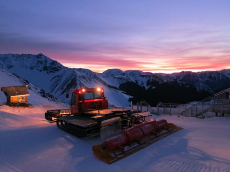 """The Edge"" Groomer working at Sunrise"