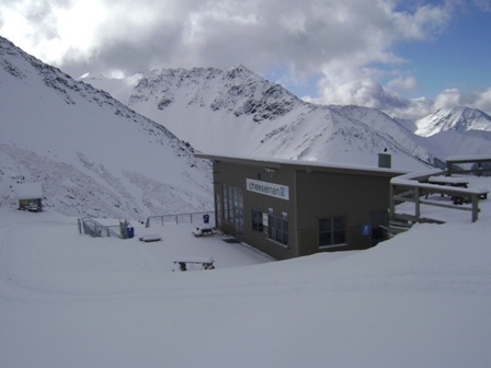 The Daylodge Nestled in Snow 16-5-12 - Photo Cam Lill